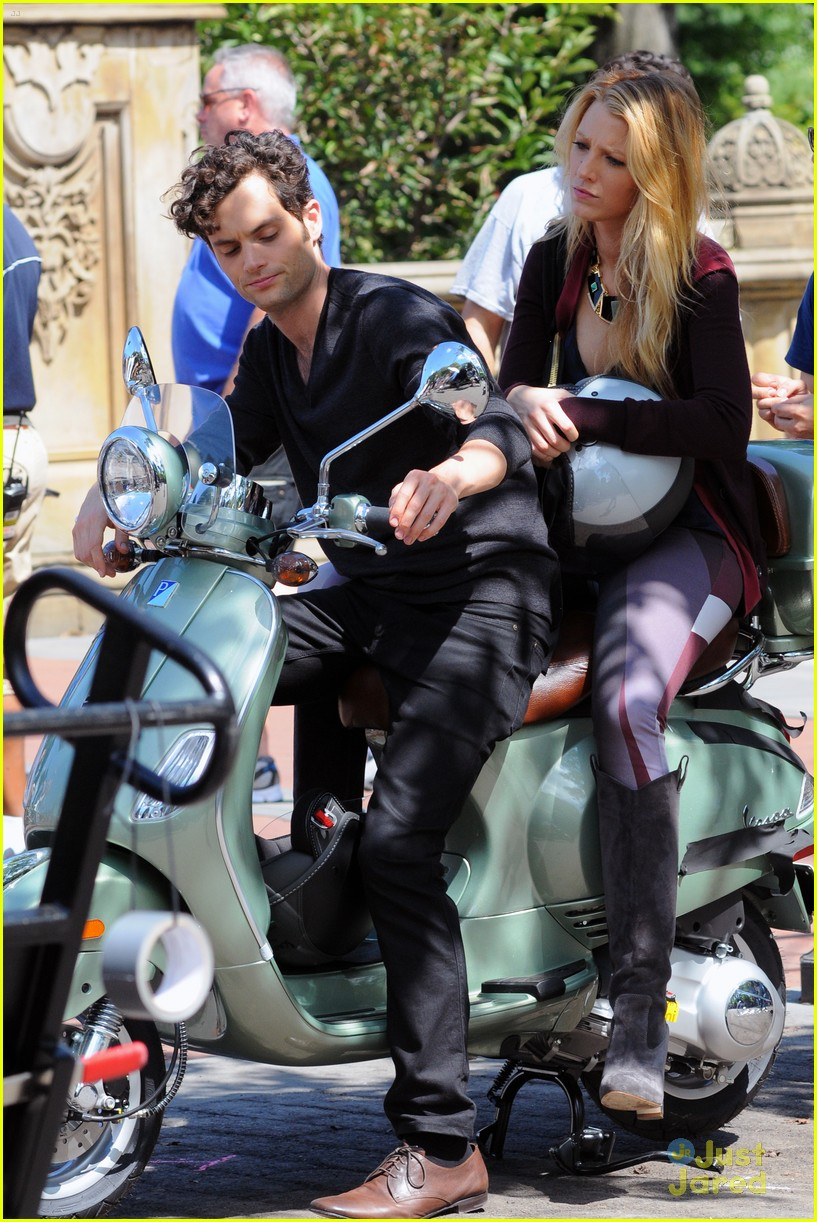 blake lively penn badgley vespa 23