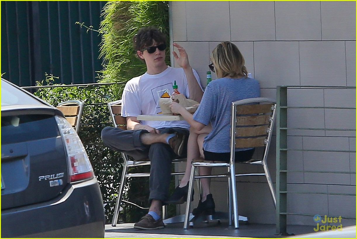 emma roberts evan peters oak market 03
