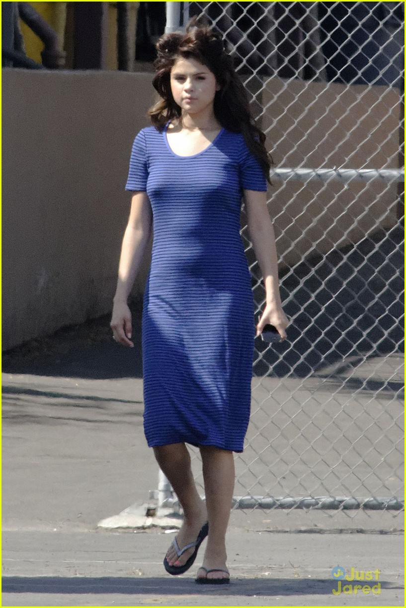 selena gomez hair curlers on parental guidance set 13