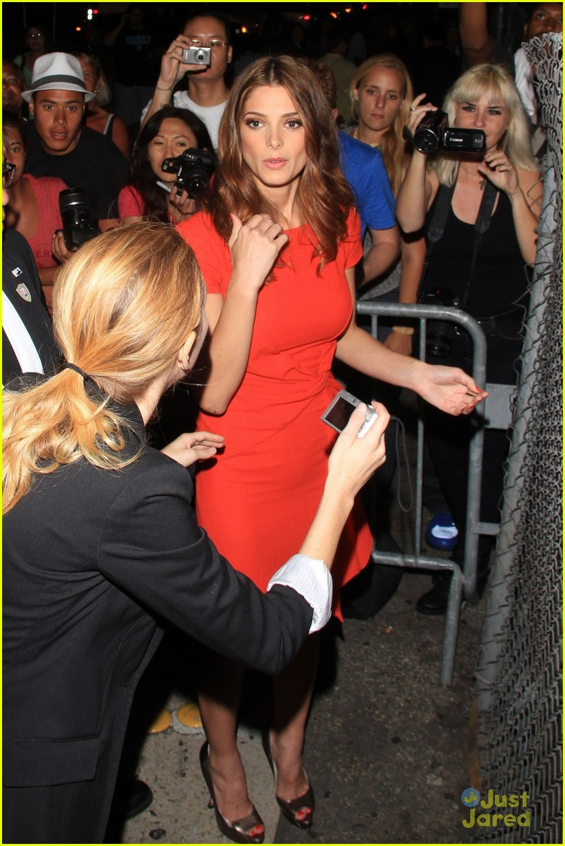 ashley greene kimmel arrival 05