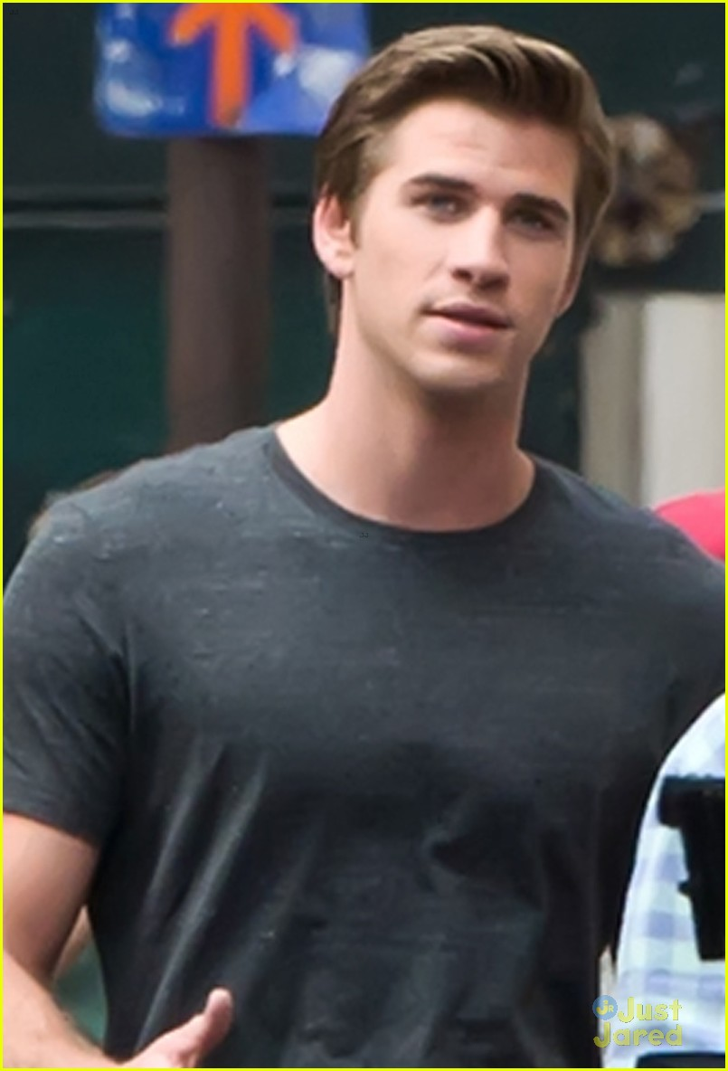 hemsworth coffee on set 04
