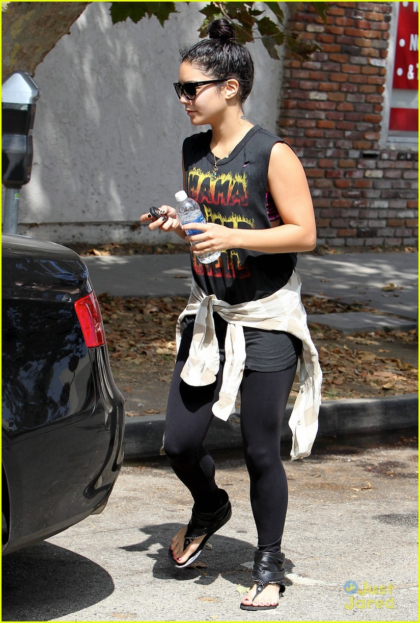 vanessa hudgens yoga friday 03