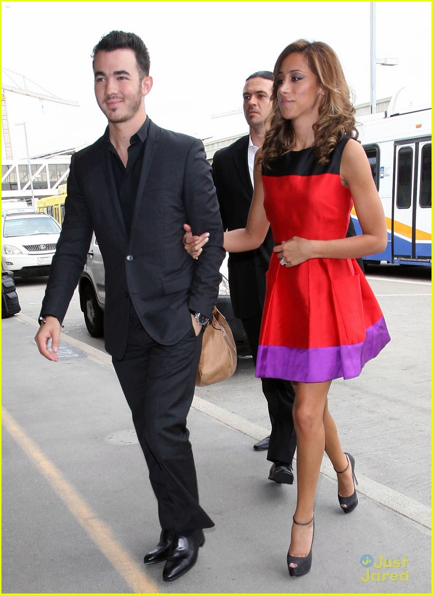 kevin danielle jonas lax flight 05