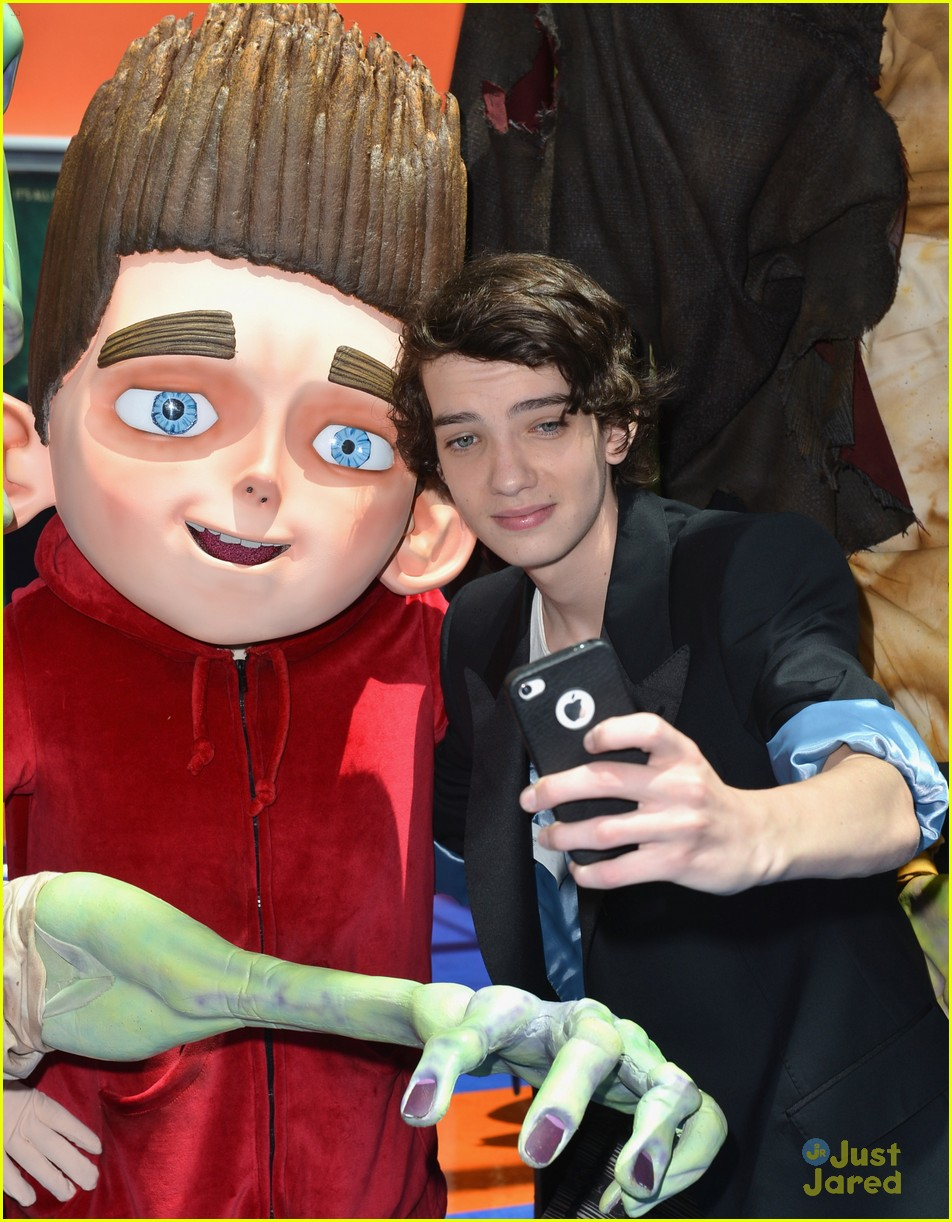 kodi smit mcphee jodelle ferland paranorman 02