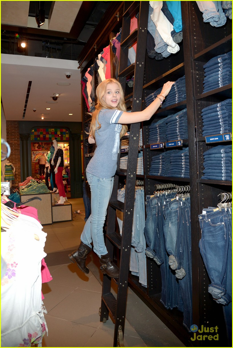 moretz shopping 04