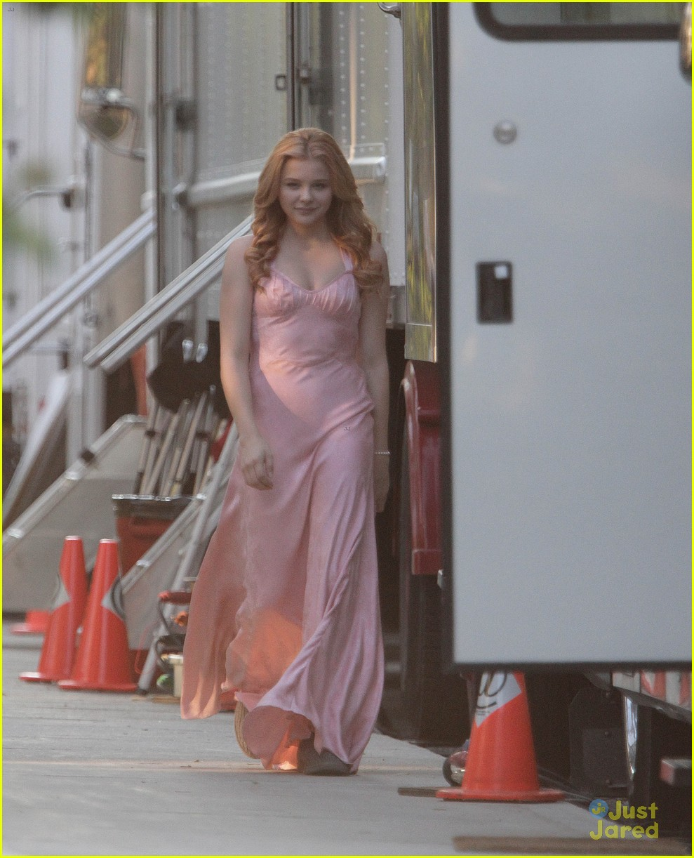 chloe moretz blood soaked on carrie set 15
