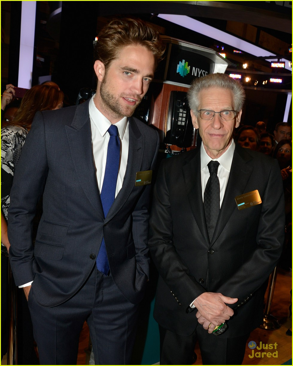 robert pattinson rings bell at new york stock exchange 03