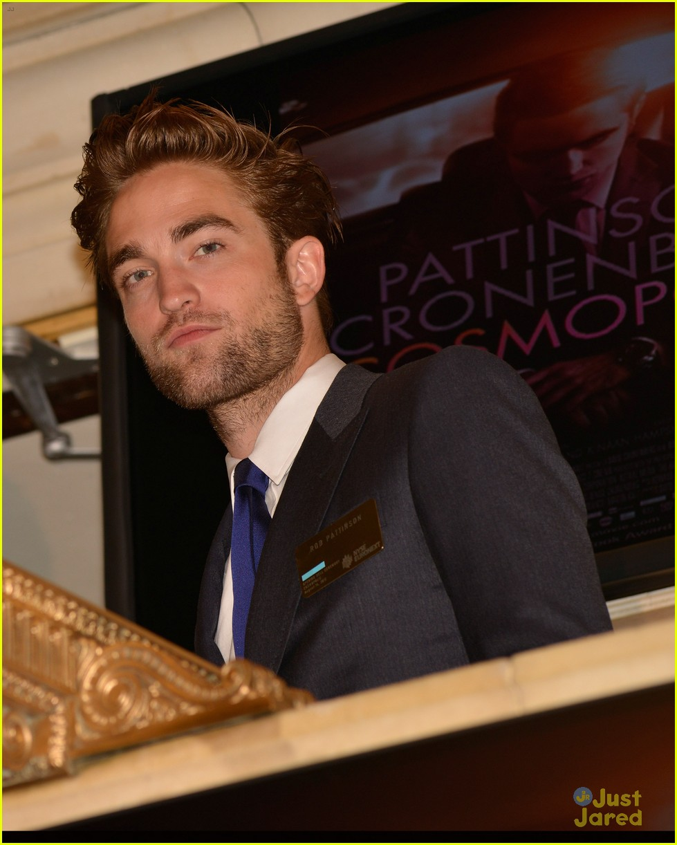 robert pattinson rings bell at new york stock exchange 06