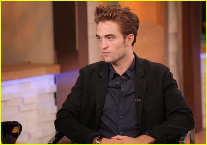 robert pattinson gma stop 01