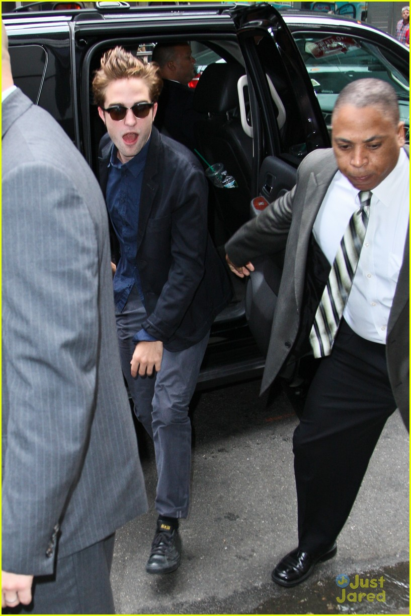 robert pattinson gma stop 02