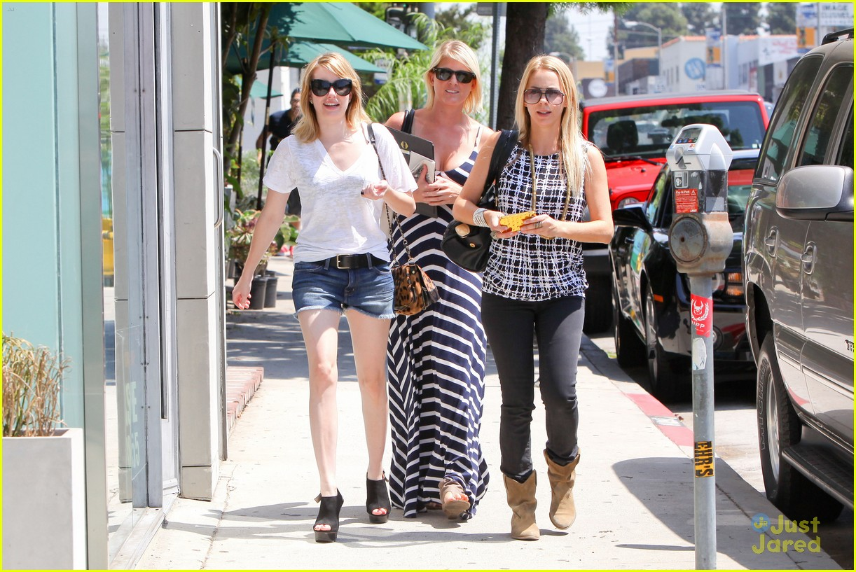 emma roberts shopping day 01