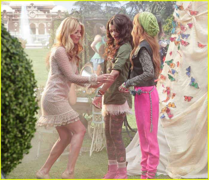 bella thorne zendaya fashion video pics 03