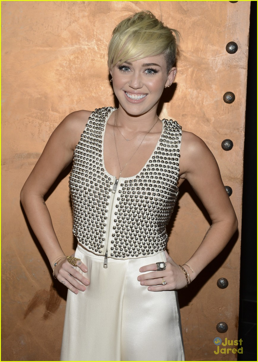 miley cyrus city hope event 04