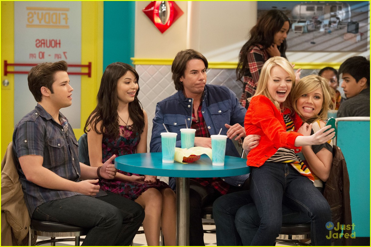 emma stone icarly first look 01