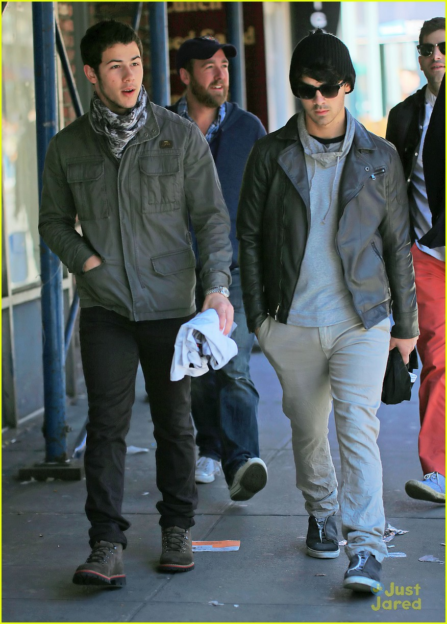 jonas brothers out new york 04