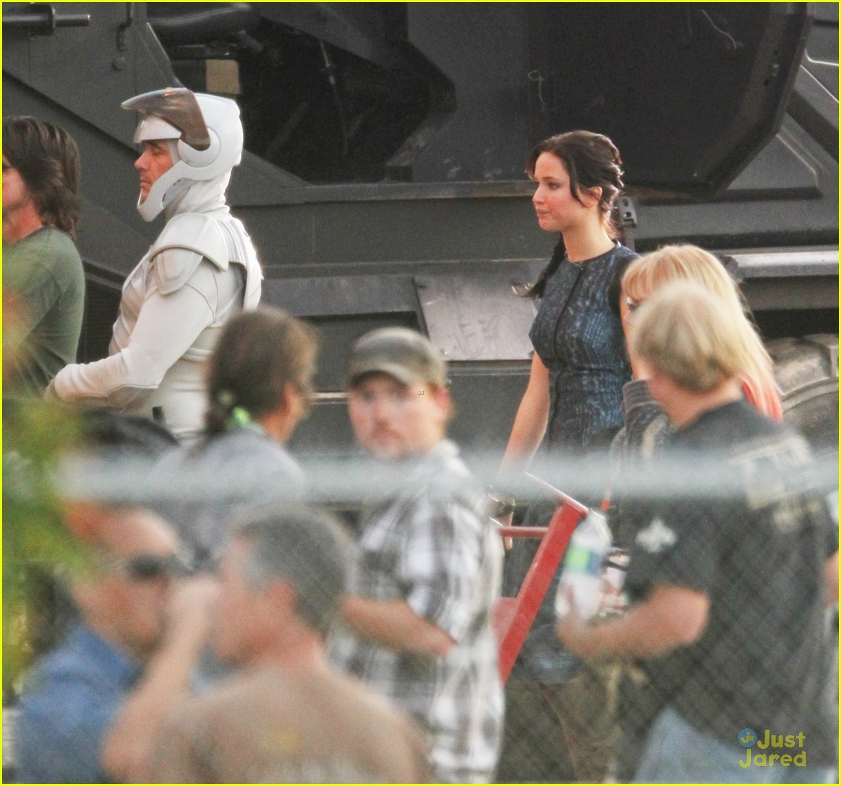 jennifer lawrence catches fire with josh hutcherson 08