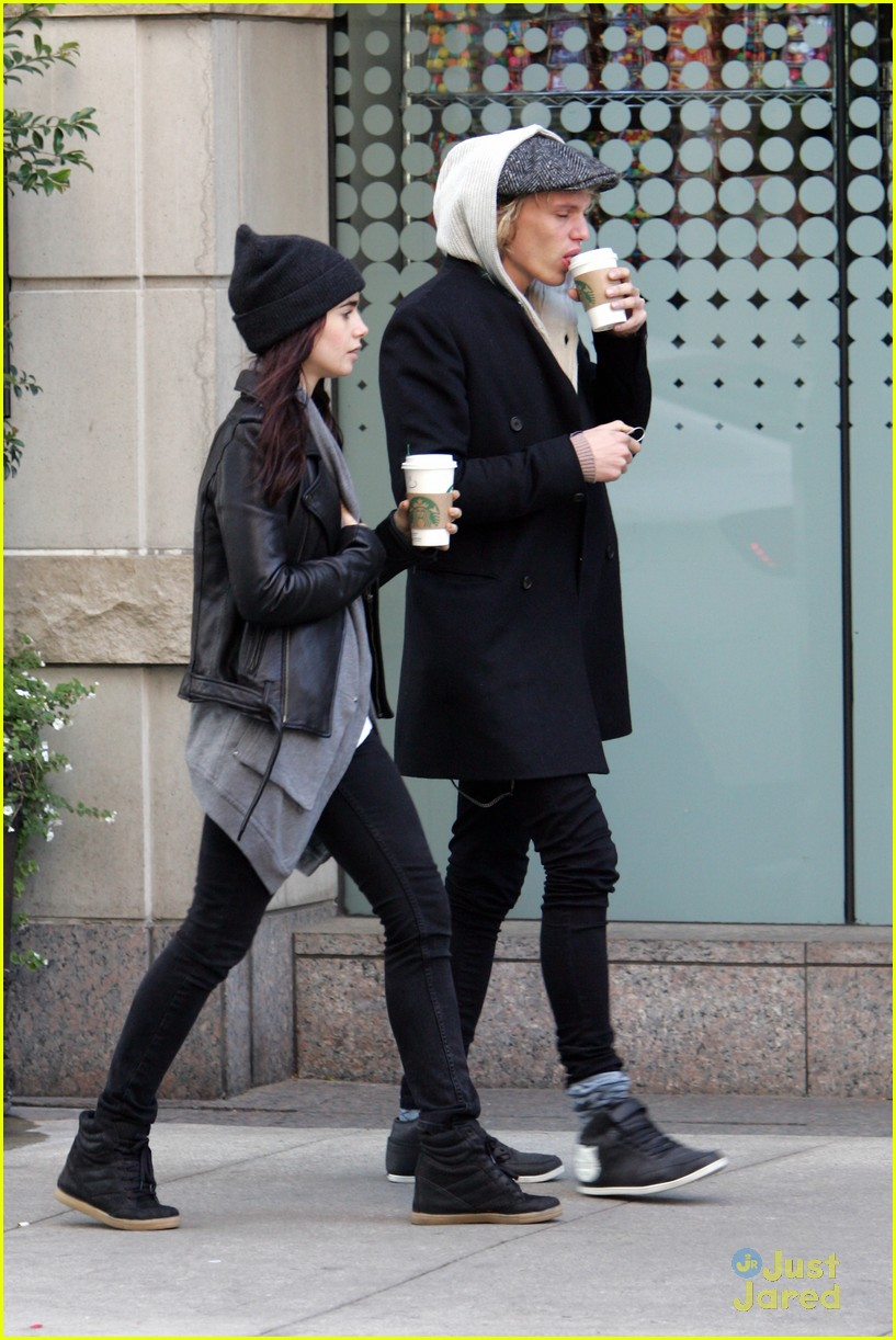 Senin  8 Oktober 2012  Jamie  Jace And Clary Lily Collins And Jamie Bower Kiss