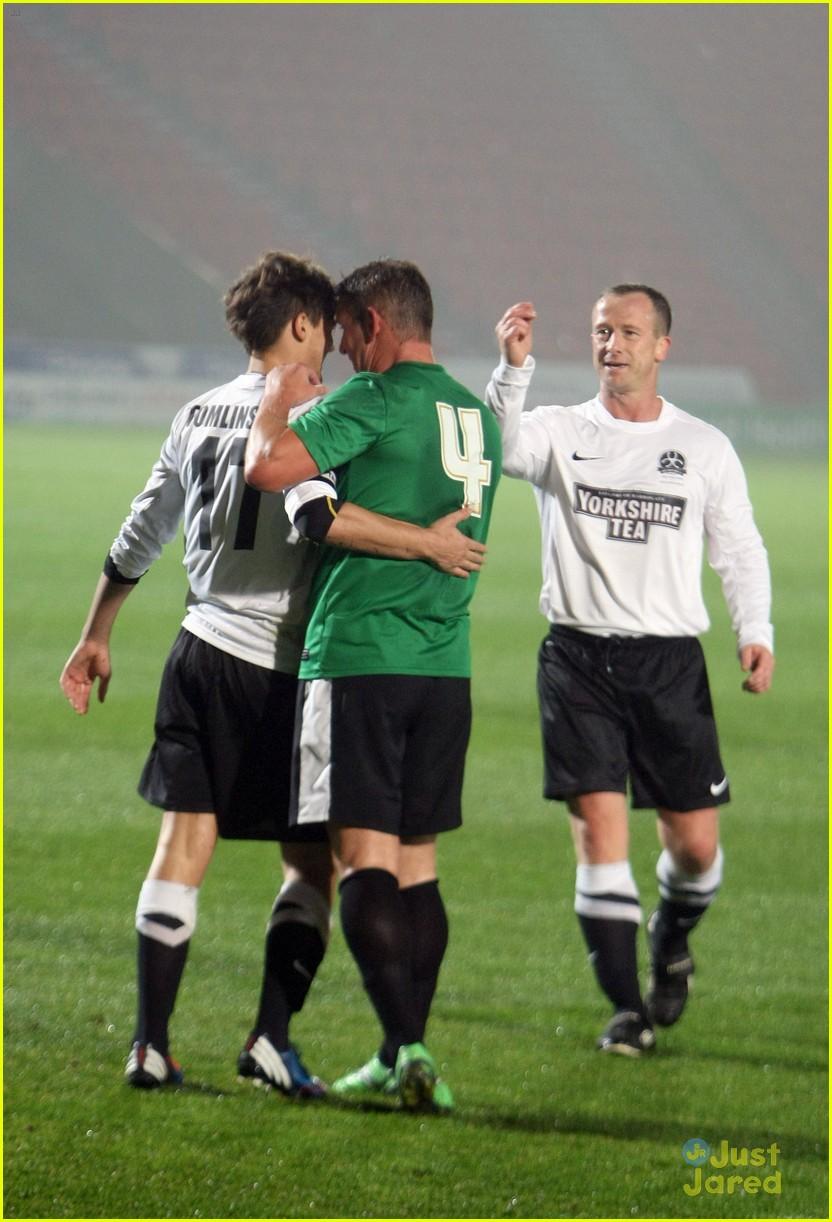 louis tomlinson soccer stud 16