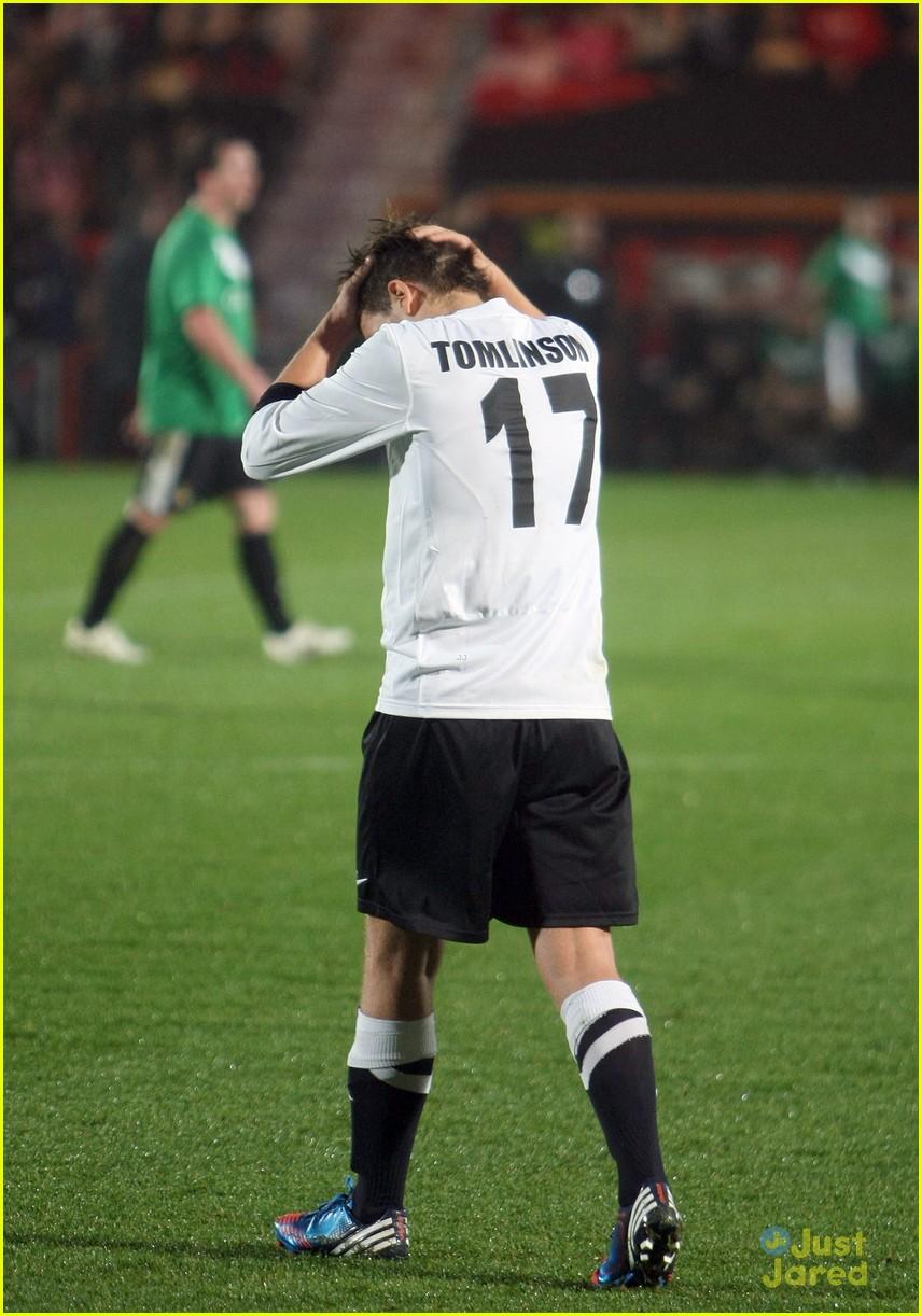 louis tomlinson soccer stud 21