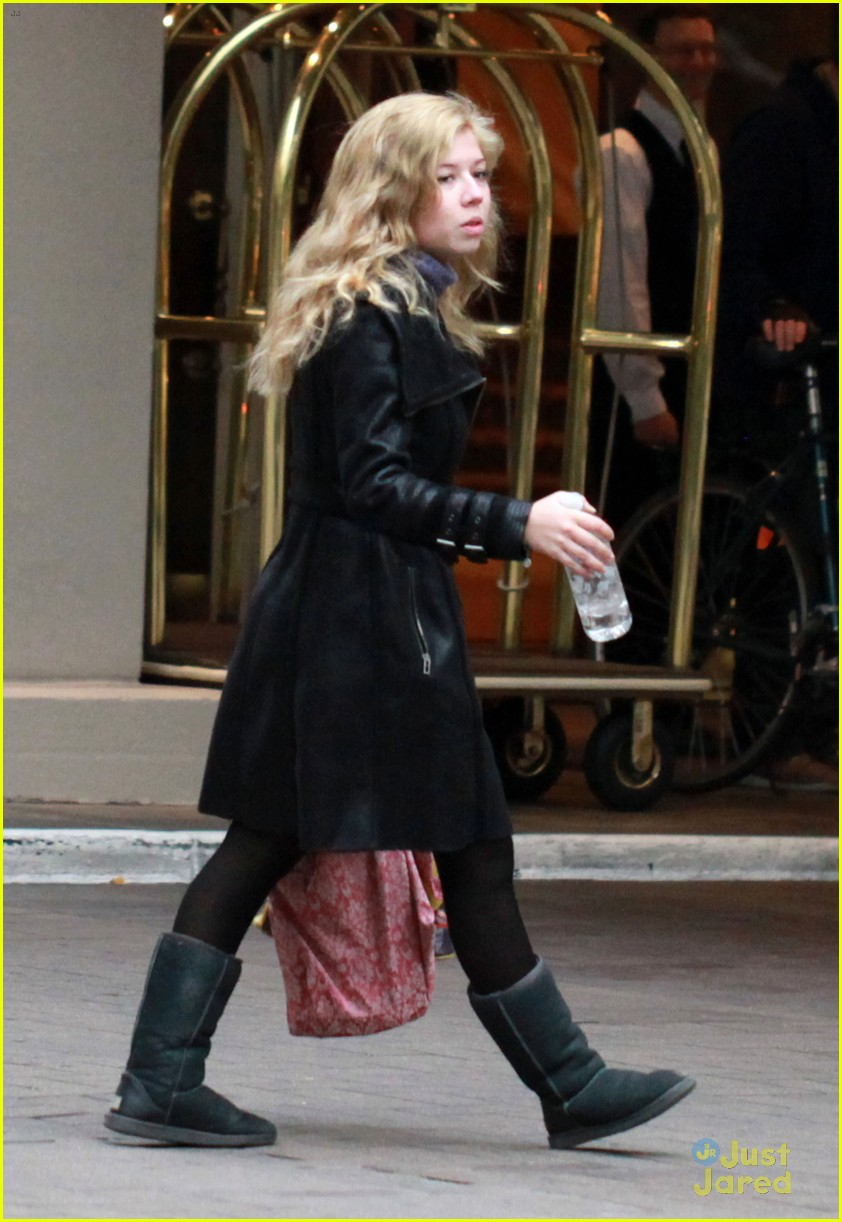 jennette mccurdy swindle set 06
