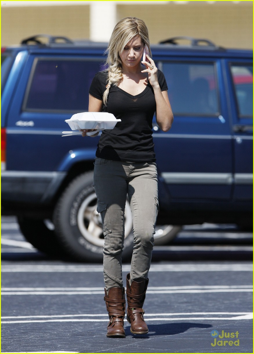 ashley tisdale katniss scary movie set 05