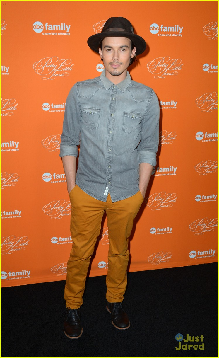 tyler blackburn halloween pll screening 04
