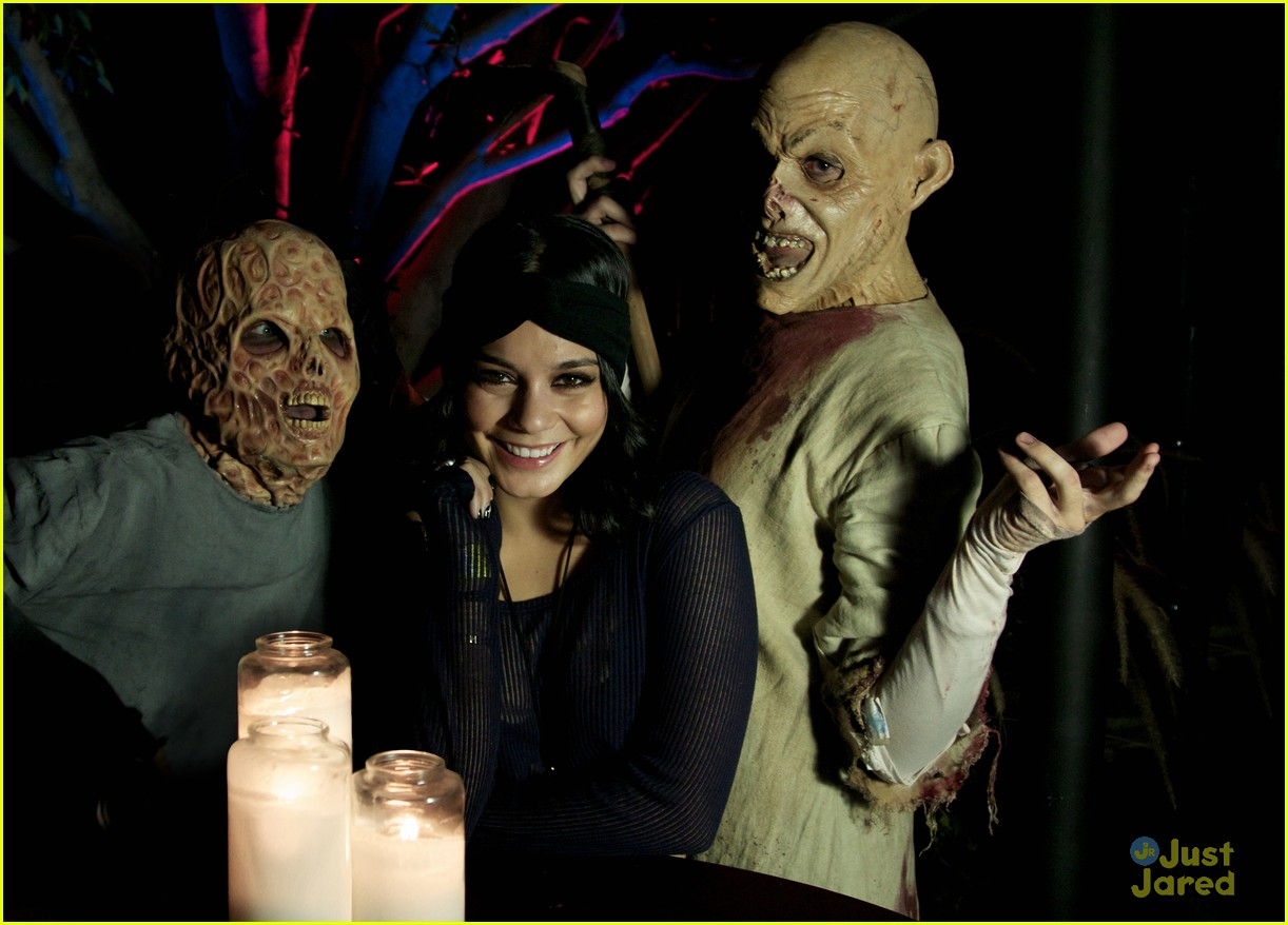vanessa hudgens horror nights 02