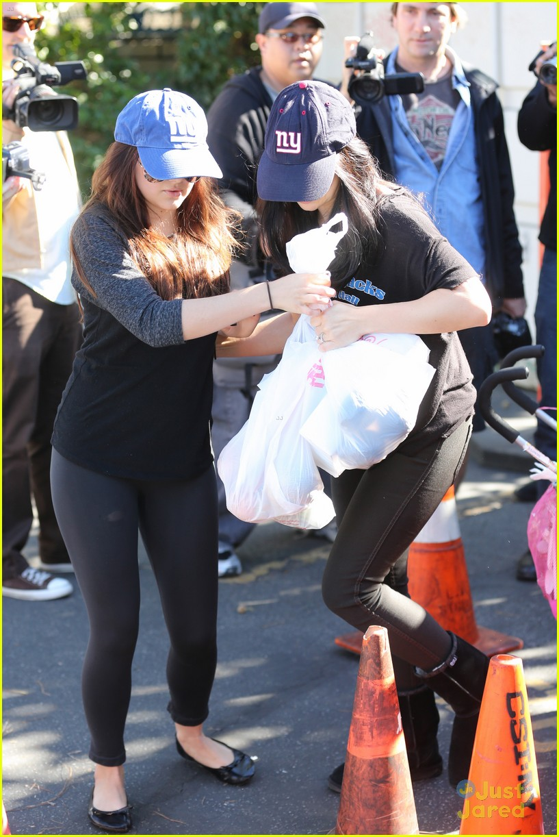 ariel winter farmers market 10