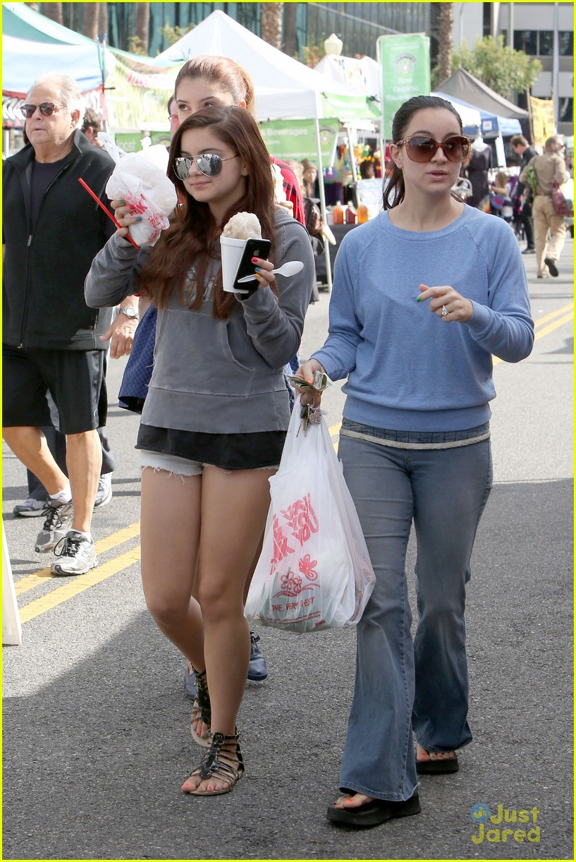 ariel winter farmers market 09