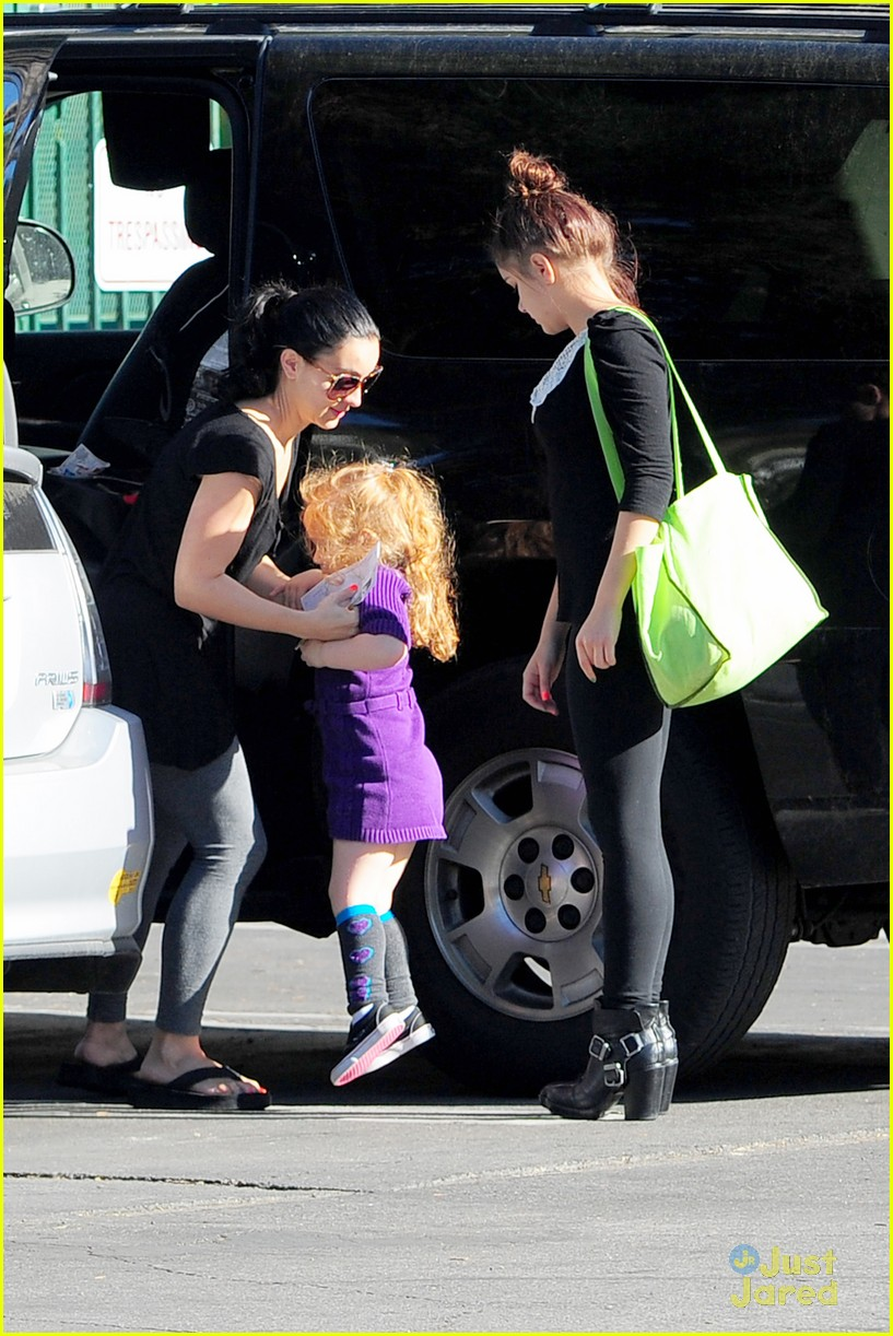 ariel winter sofia ratings 07