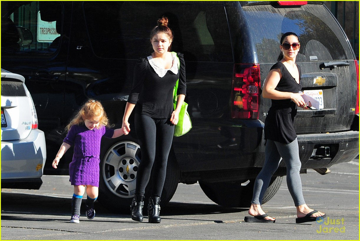 ariel winter sofia ratings 09