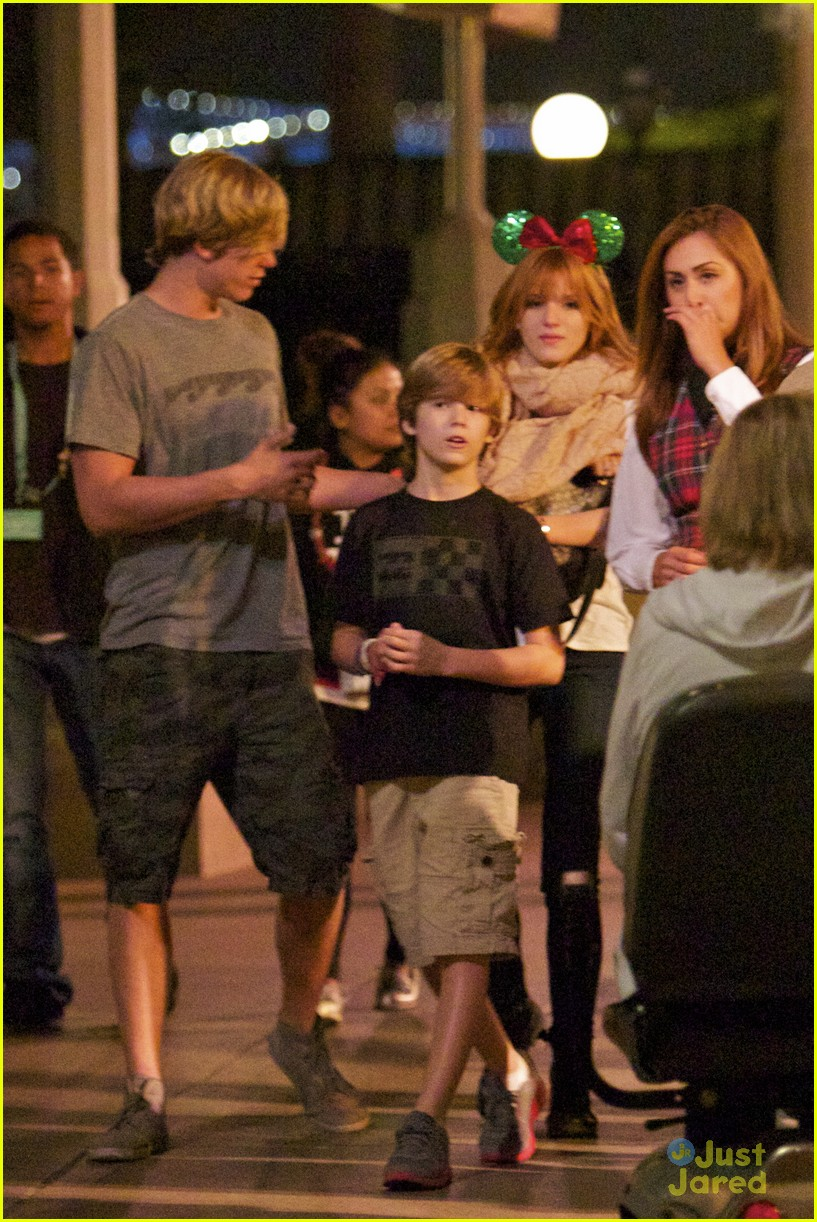 bella thorne tristan klier disneyland 08