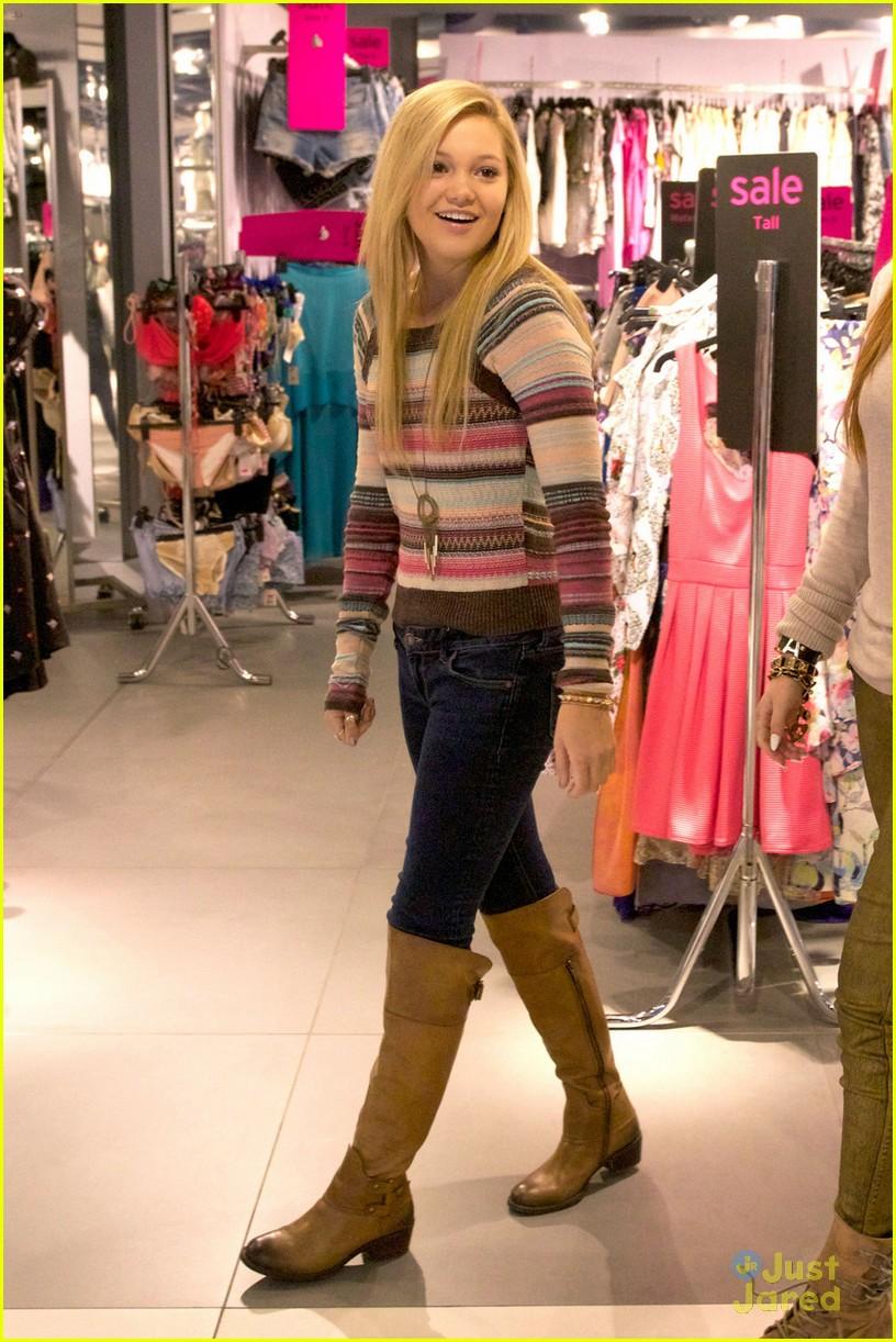 About This Set Bella Thorne And Boyfriend Tristan Klier Wear