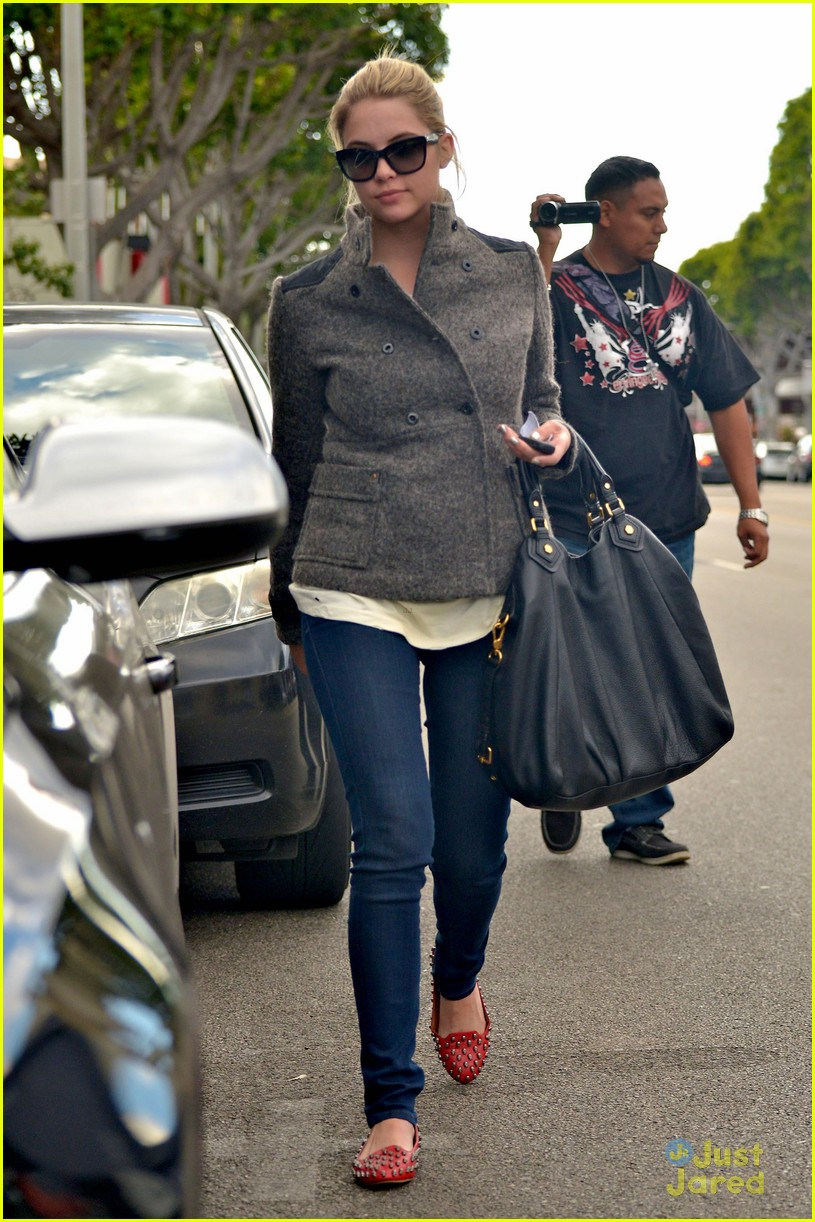 ashley benson skull flats ryan good 08