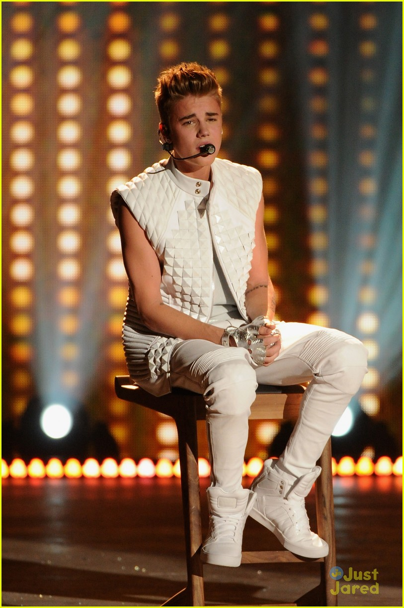 Justin Bieber: Victoria's Secret Fashion Show Performer!