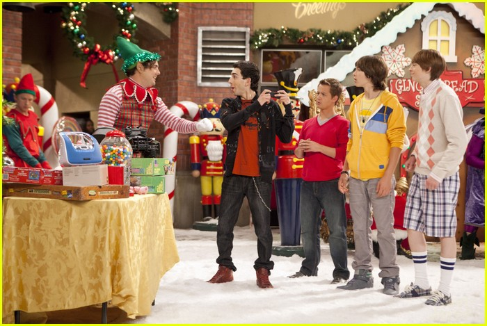 disney channel holiday episode preview 06