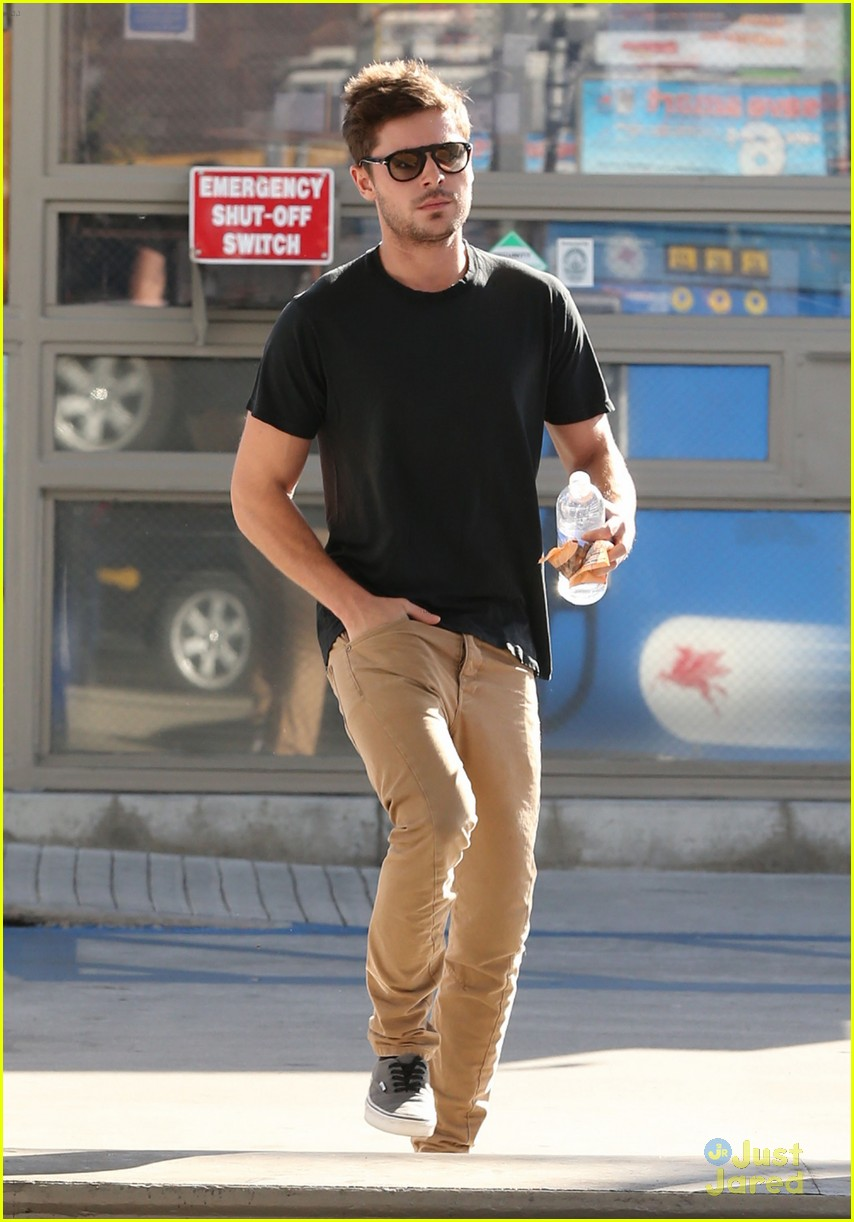 zac efron gas station stop 09