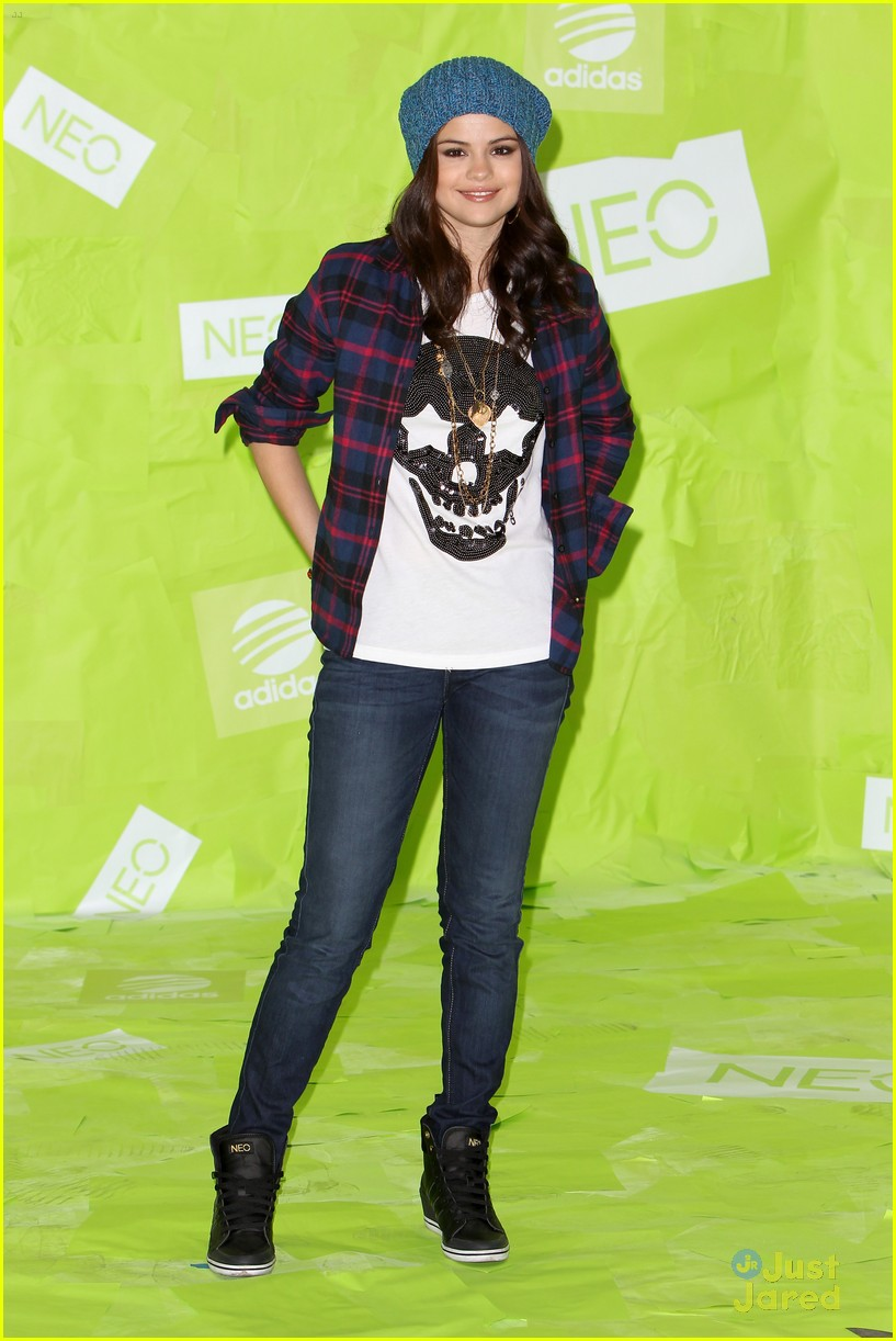 selena gomez adidas neo photo call 03