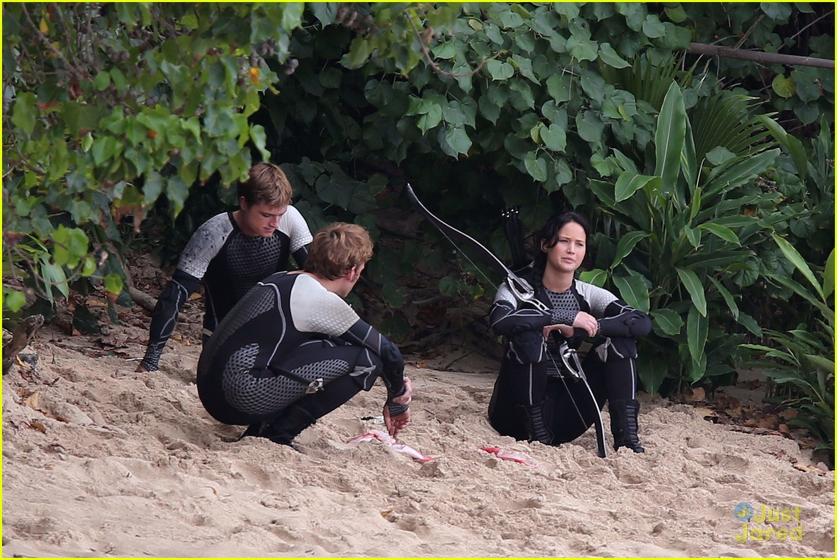 jennifer lawrence thg beach 06