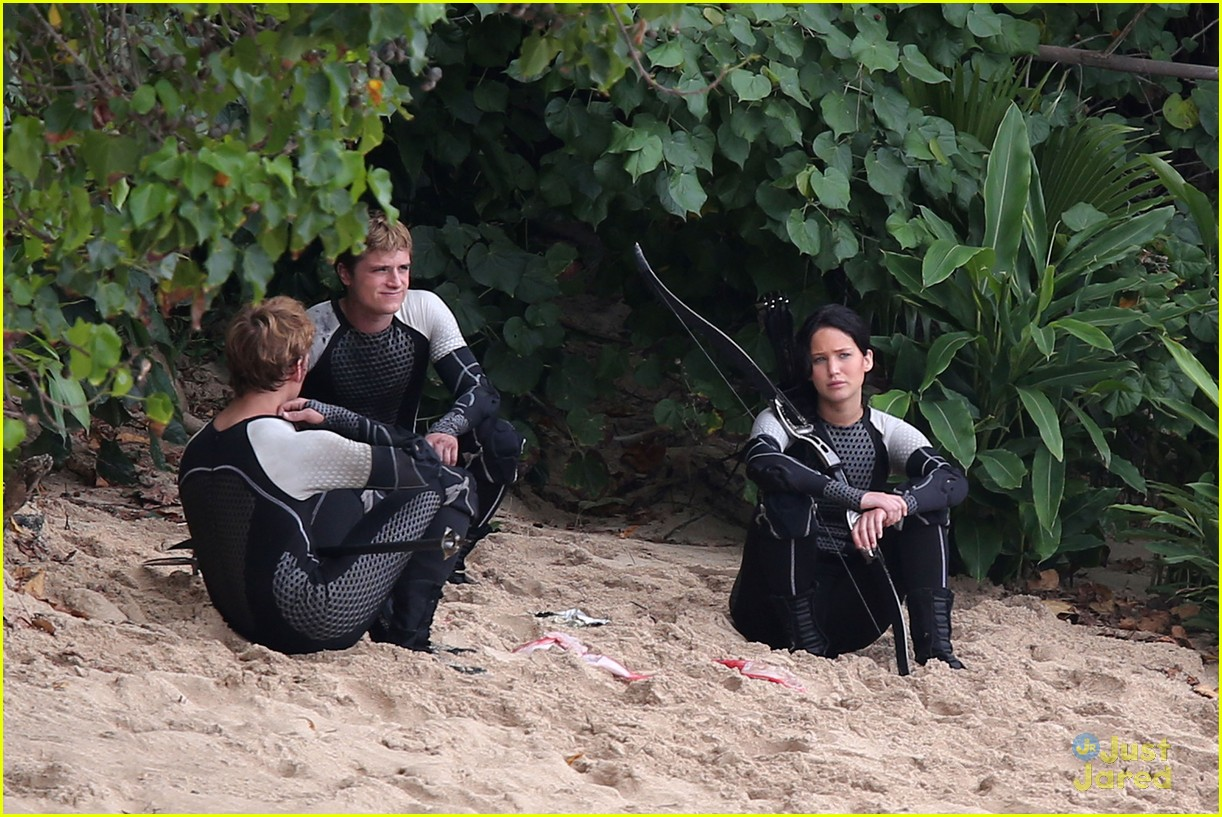 jennifer lawrence thg beach 12