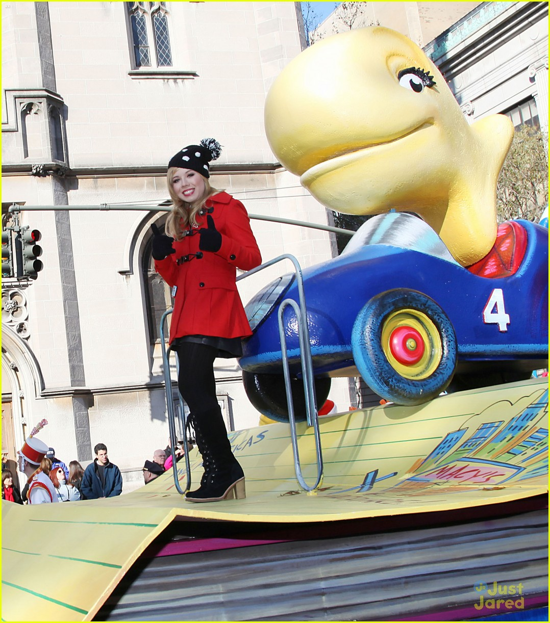 jennette mccurdy thanksgiving parade 05