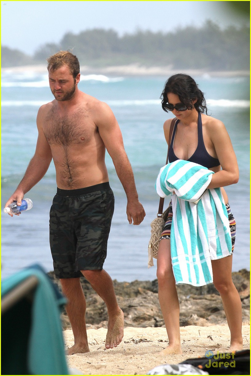 jennifer lawrence thanksgiving beach day 03