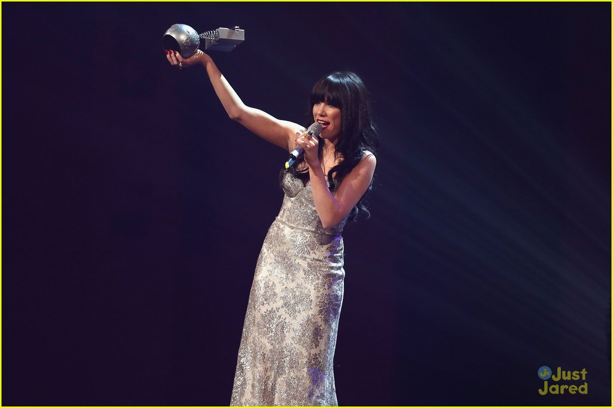 carly rae jepsen mtv emas 28