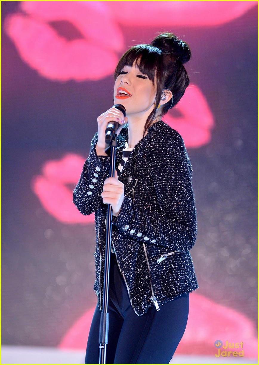 carly rae jepsen performs paris 03