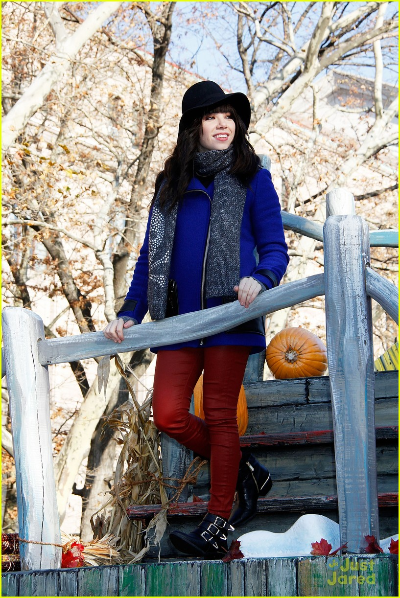 carly rae jepsen thanksgiving parade 06