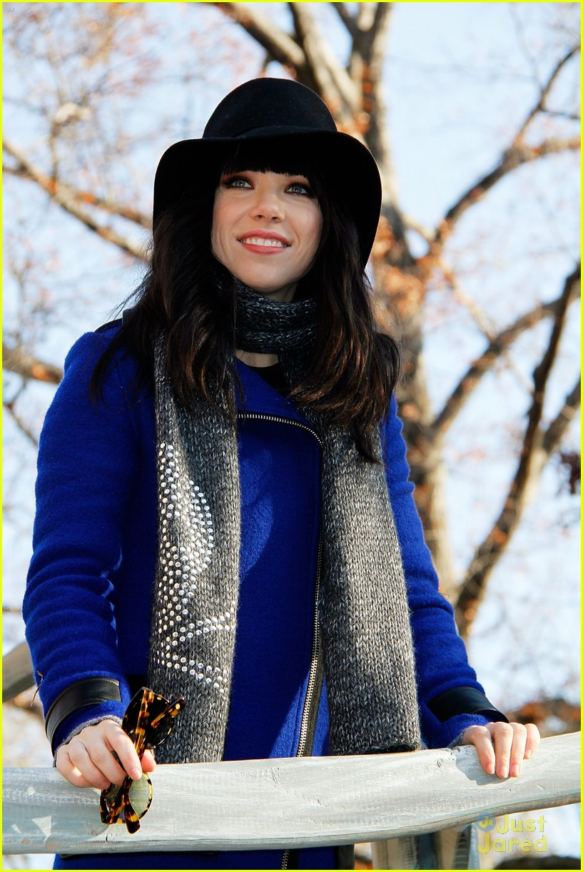 carly rae jepsen thanksgiving parade 14