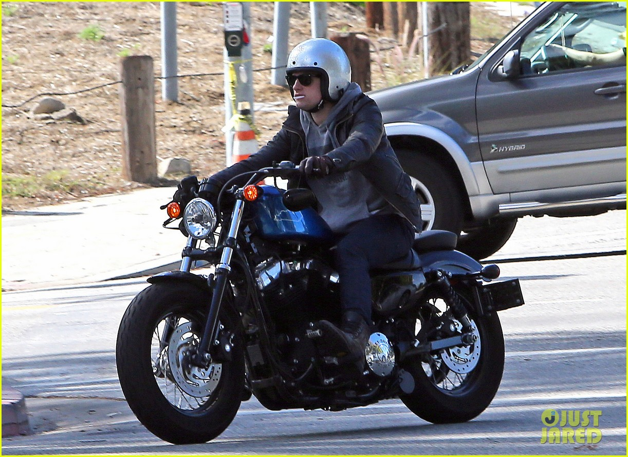 josh hutcherson motorcycle ride 04