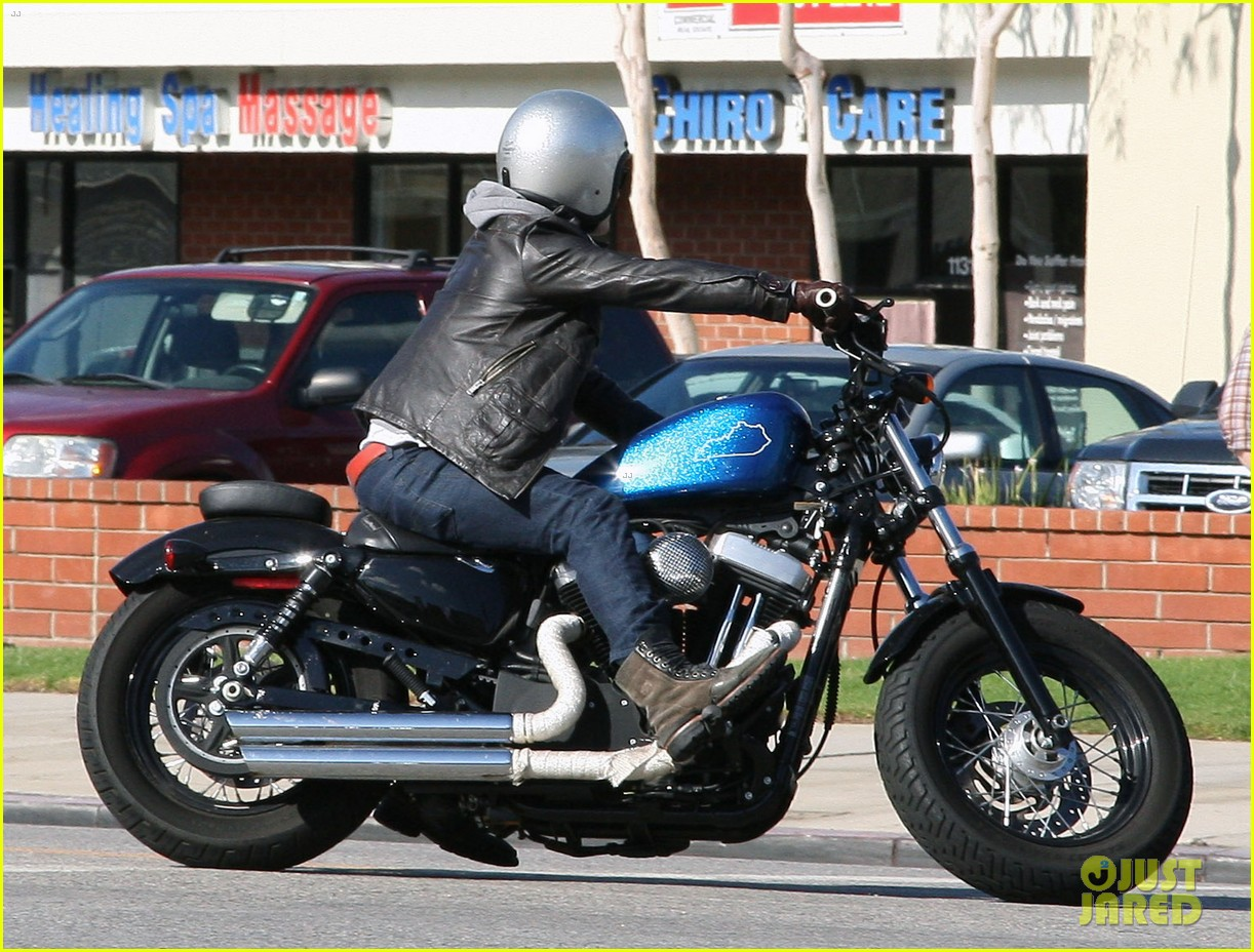 josh hutcherson motorcycle ride 09