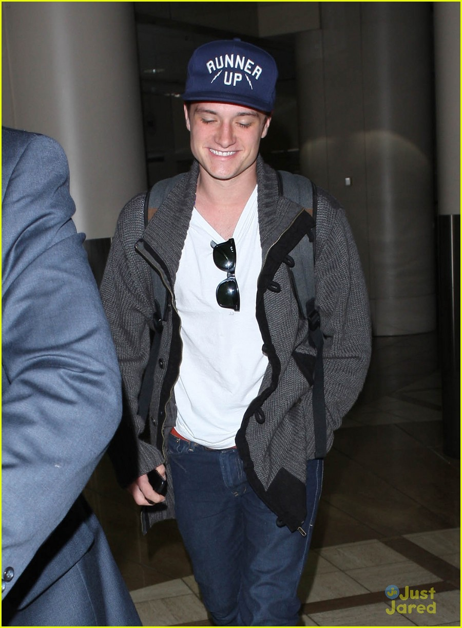 josh hutcherson jennifer lawrence lax 01