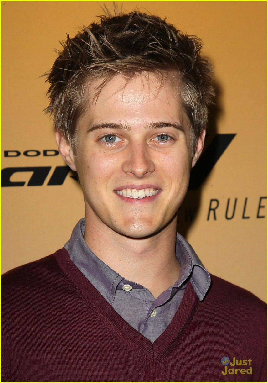lucas grabeel family guy 04